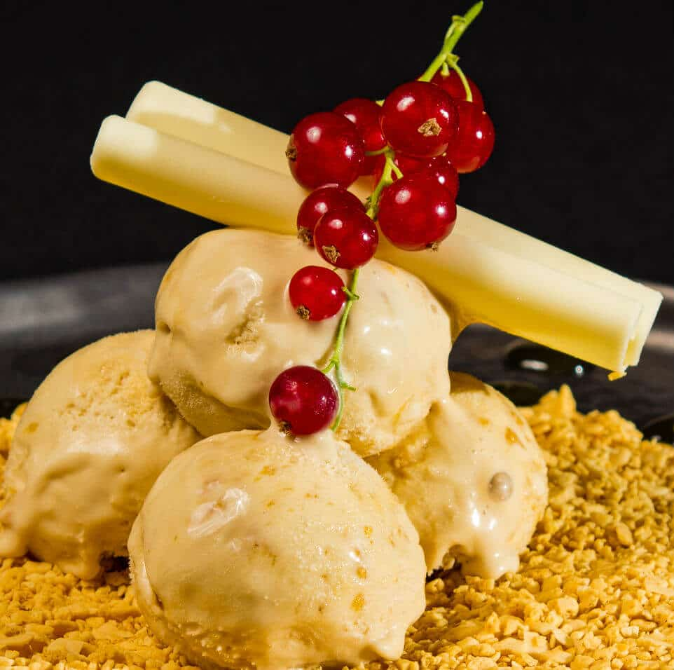 Honeycomb dessert, which is produced by means of the Farmhouse Ice cream concept.